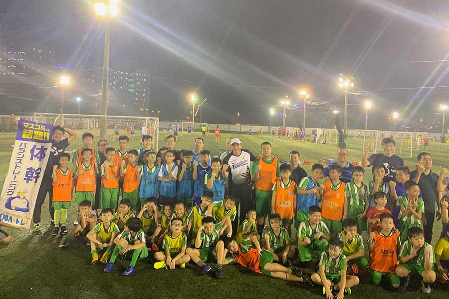 プロトレーナー・木場克己氏がベトナムで200人の児童を指導【写真:編集部】