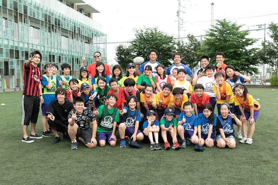ラグビー特別授業に参加したLCA国際小学校の児童たち【写真:松橋晶子】