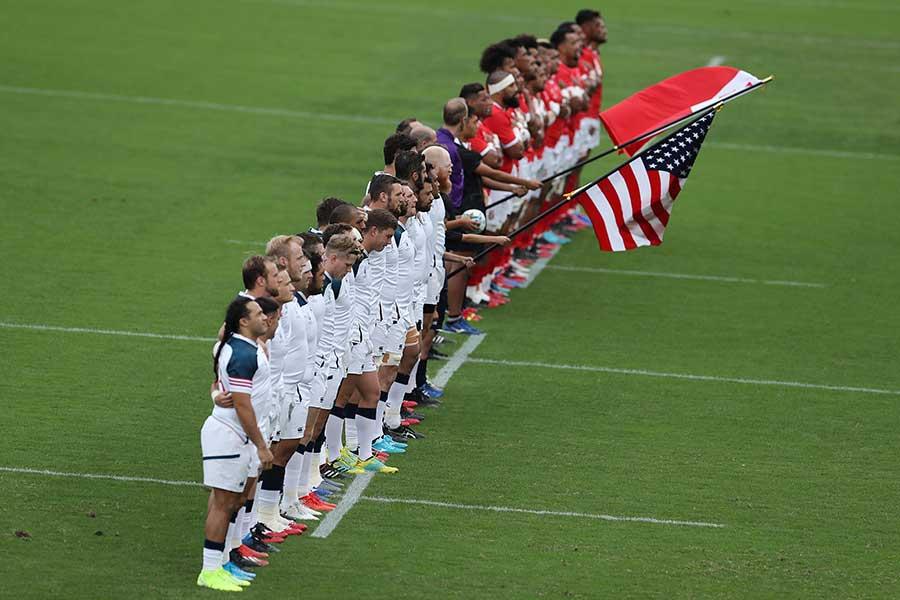 黙祷を捧げた米国とトンガ代表の選手たち【写真:Getty Images】