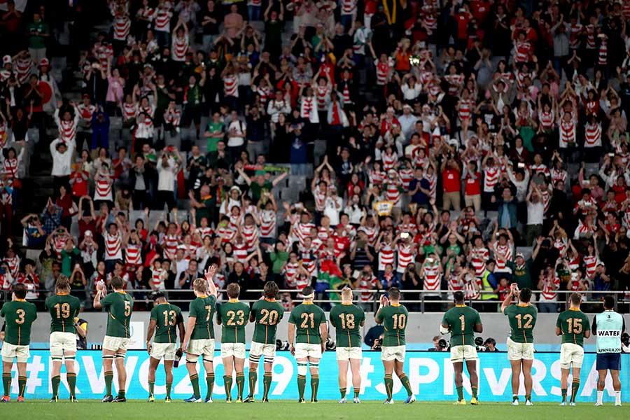 試合後の客席でファン同士が…【写真:Getty Images】