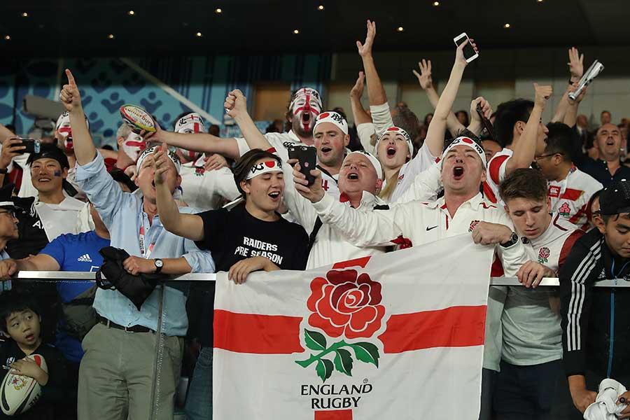 熱狂するイングランドファン【写真:Getty Images】