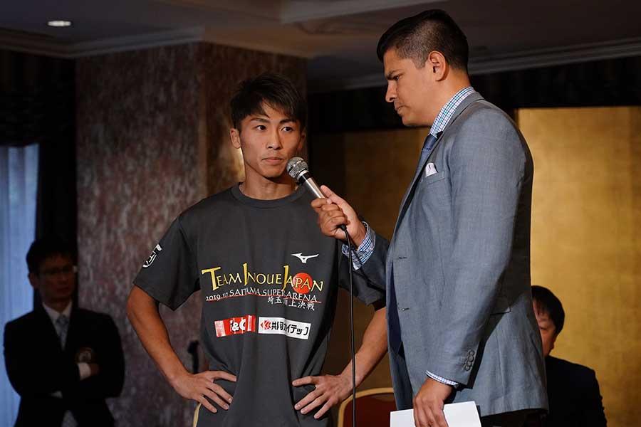 井上尚弥(左)は自らの拳でPFPトップ3に割って入ることはできるだろうか【写真:荒川祐史】