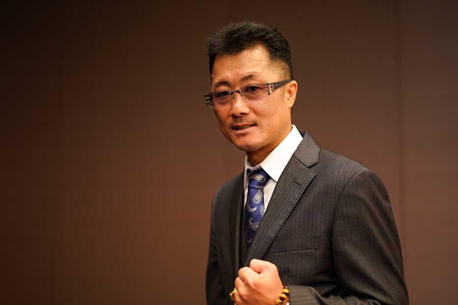 井上真吾氏は「自分だったらこう教わりたい」ということを踏まえて指導にあたっている【写真:荒川祐史】