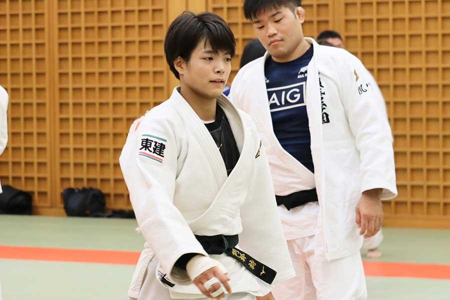 阿部詩(左)【写真:浜田洋平】