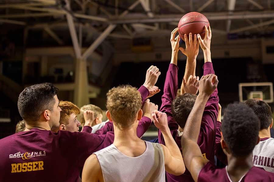 アメリカの高校バスケ部の練習風景【写真:Getty images】