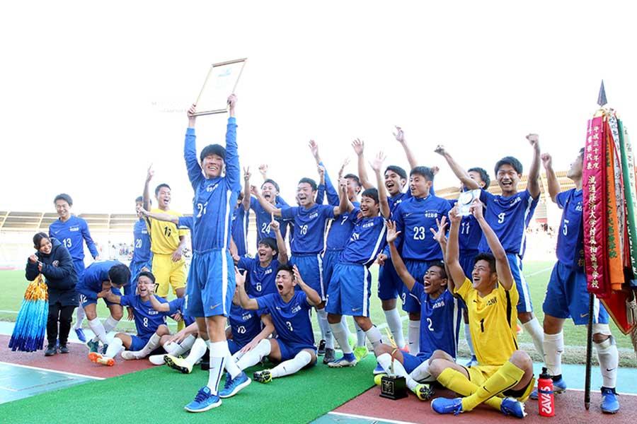 全国大会出場を決め、喜ぶ市立船橋の選手たち【写真:平野貴也】