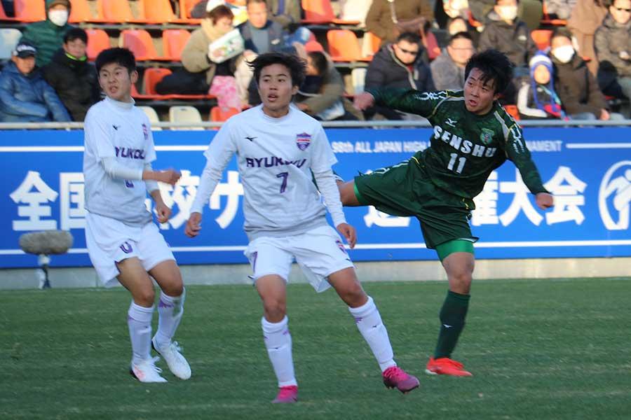 2ゴールを決めた緑のユニフォームの専大北上・MF阿部燿仁(2年)【写真:宮内宏哉】