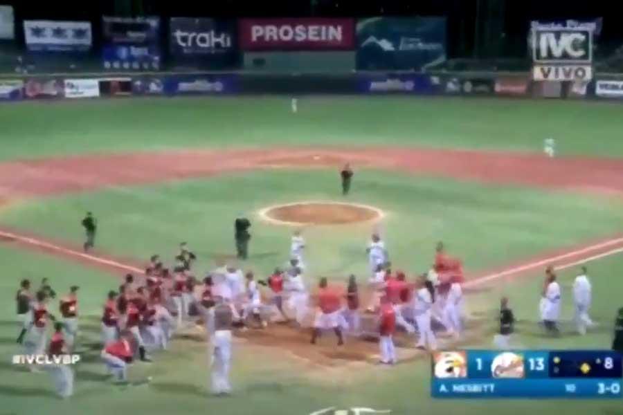 ベネズエラリーグでとんでもない大乱闘が起きた(画像はスクリーンショットです)