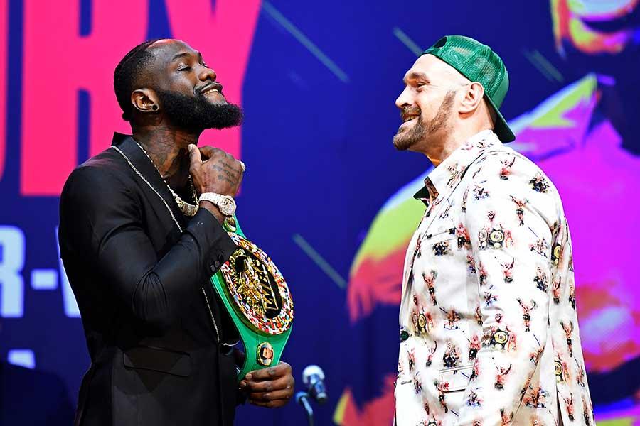 デオンテイ・ワイルダー(左)とタイソン・フューリー【写真:Getty Images】