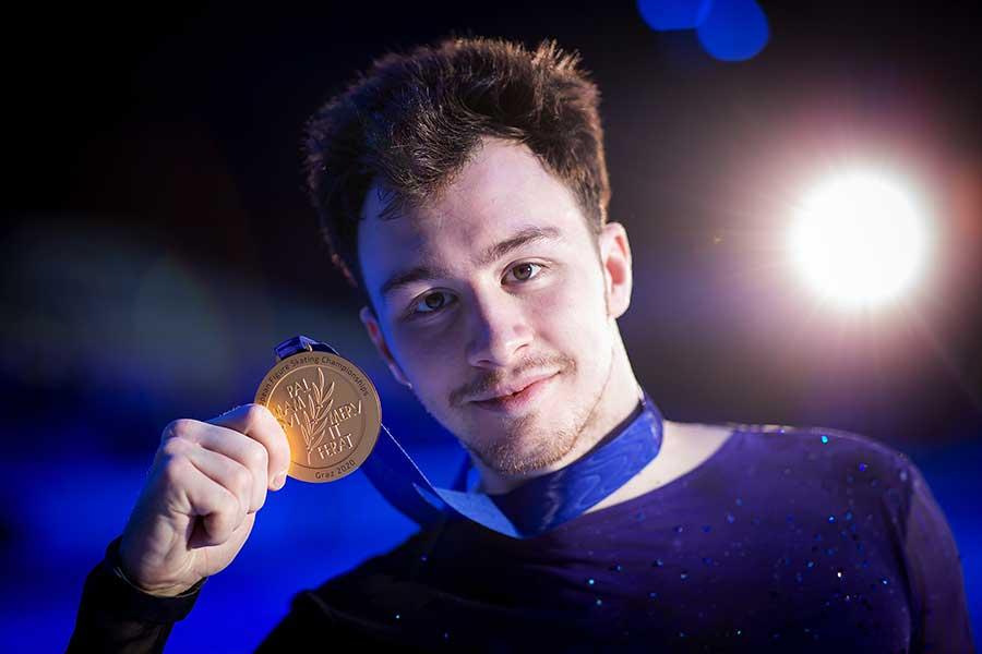欧州選手権で優勝したドミトリー・アリエフ【写真:Getty Images】