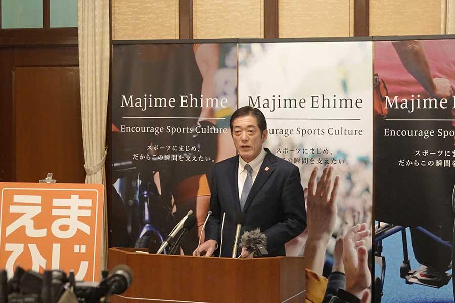 「まじめえひめ賞」創設を発表する愛媛県の中村時広知事