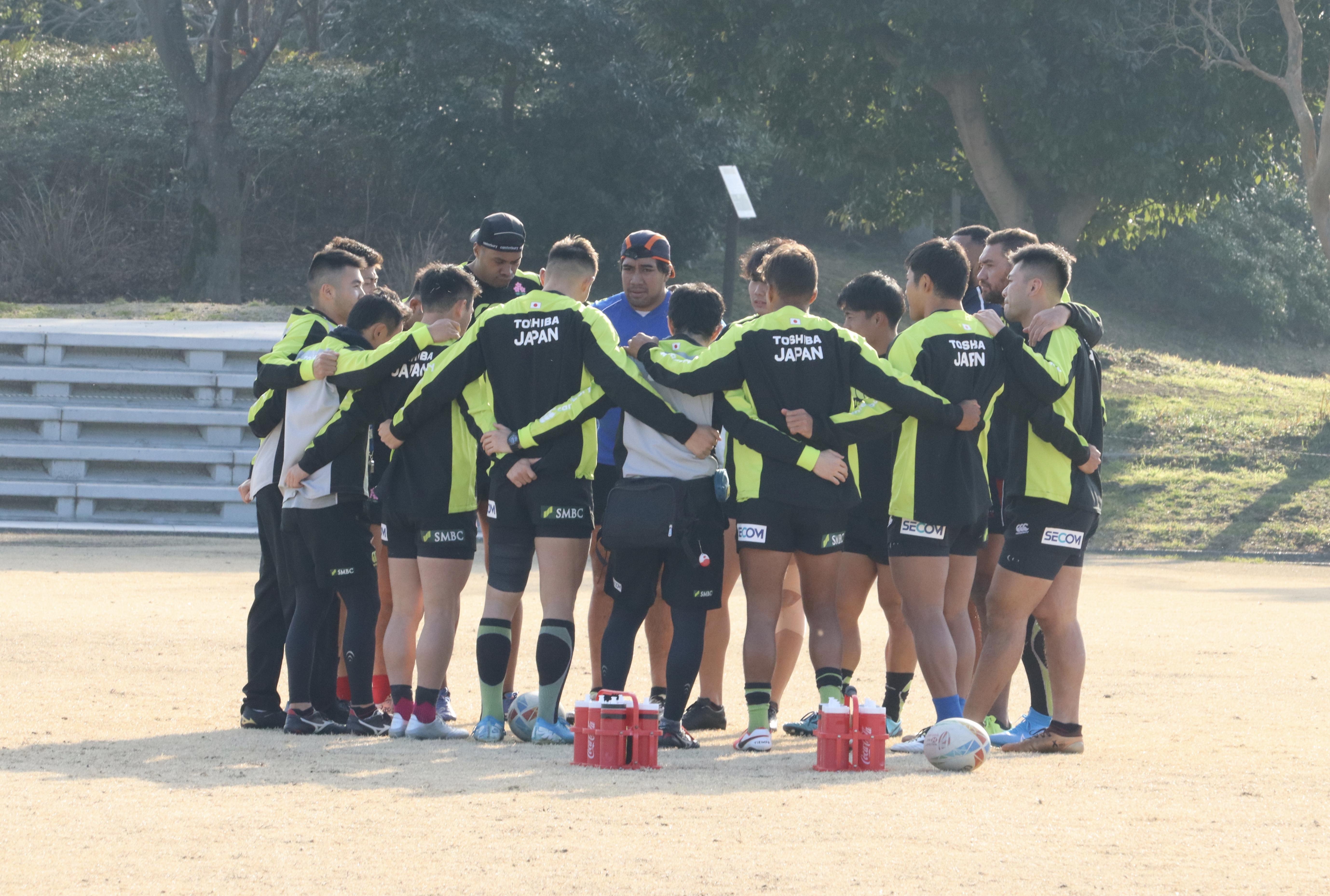 練習前に円陣を組む7人制日本代表候補【写真:浜田洋平】
