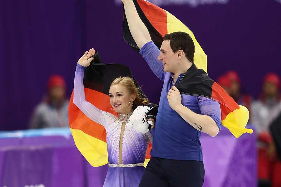 アリオナ・サフチェンコ(左)【写真:Getty Images】