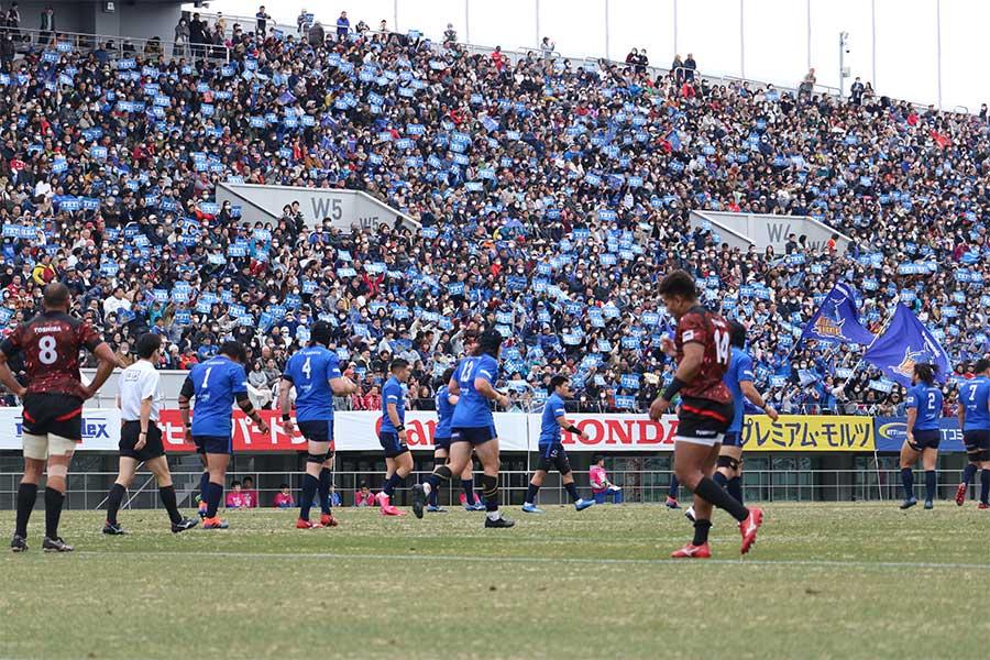 2万2705人の観衆が詰めかけ満員となった埼玉・熊谷ラグビー場【写真:宮内宏哉】