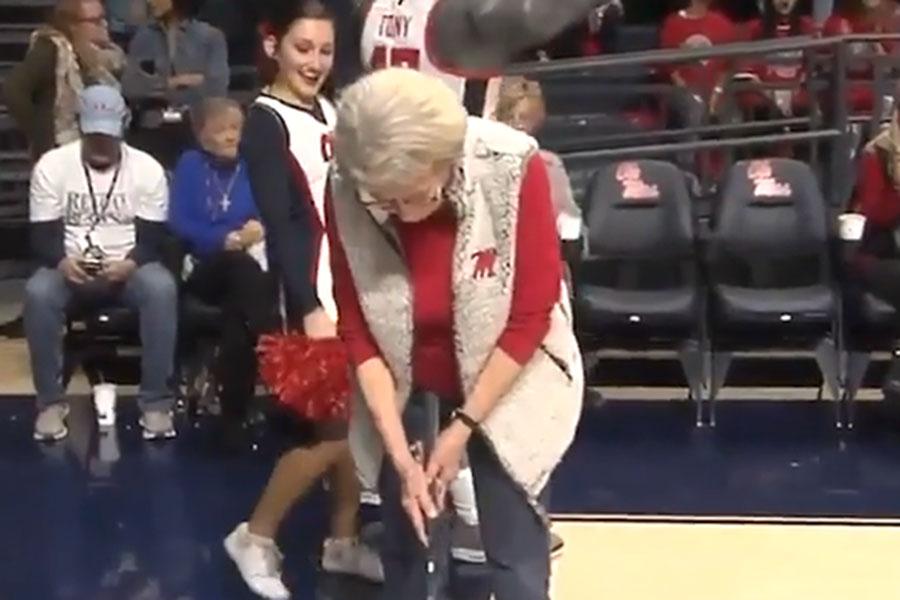 84歳の女性が放った超ロングパットが米で話題に(写真はESPN公式インスタグラムより)