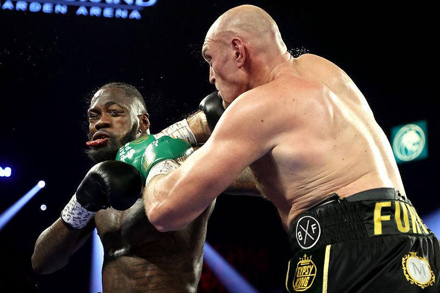 デオンテイ・ワイルダー(左)はタイソン・フューリーに敗れた【写真:Getty Images】