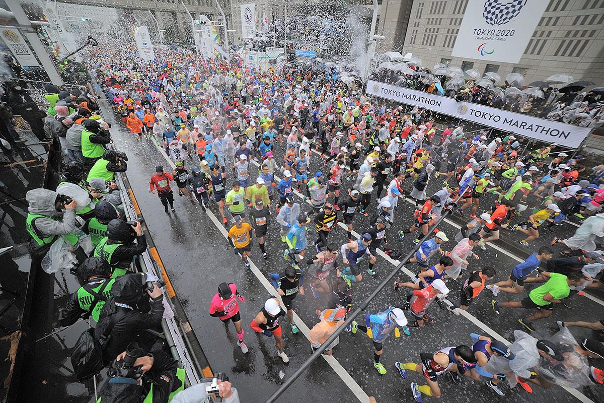 昨年の東京マラソンは3万7952人が参加したが…【写真:Getty Images】