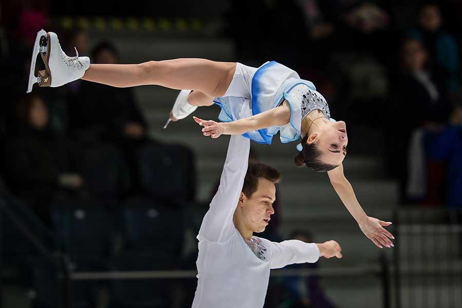 世界ジュニアペアで優勝したアポリナリア・パンフィロワ、ドミトリー・リロフ組【写真:Getty Images】