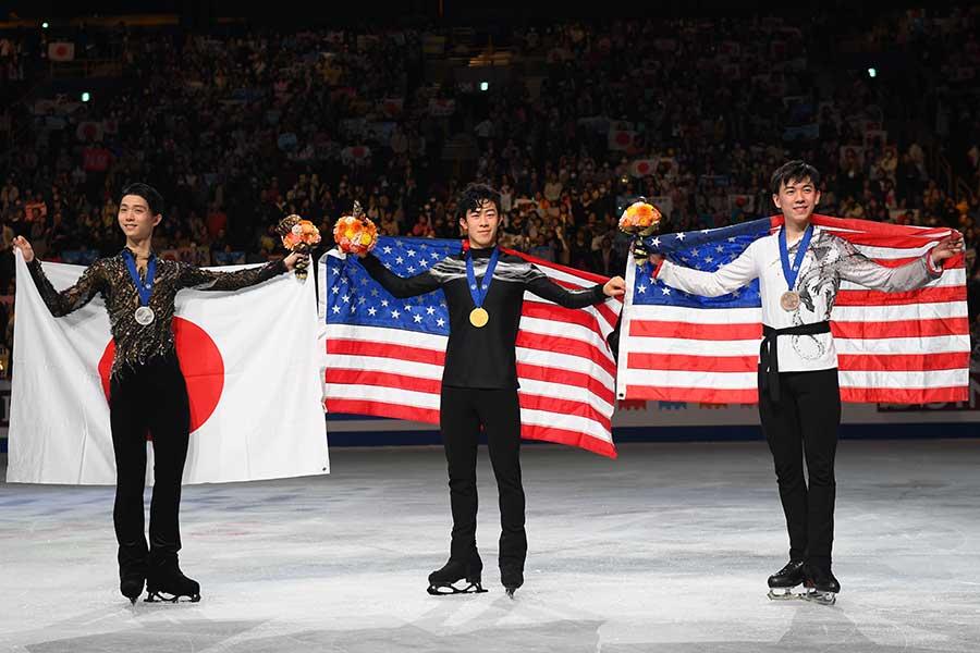 昨年の世界選手権男子シングルを優勝したネイサン・チェン(中央)、2位の羽生結弦(左)、3位のヴィンセント・ジョウ【写真:Getty Images】