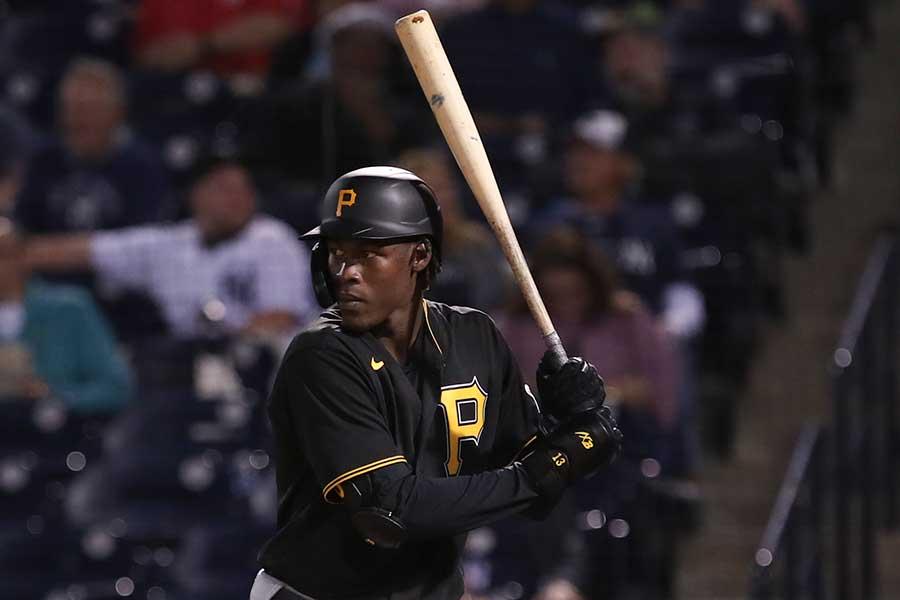 パイレーツのクルーズが放った打球がまさかのプレーを呼んだ【写真:Getty Images】
