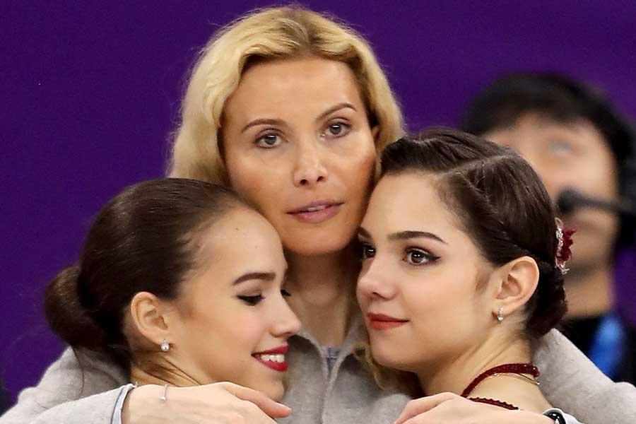 11歳の逸材ベロニカ・ジリナもエテリ・トゥトベリーゼ氏(中央)のもとを離れた【写真:Getty Images】