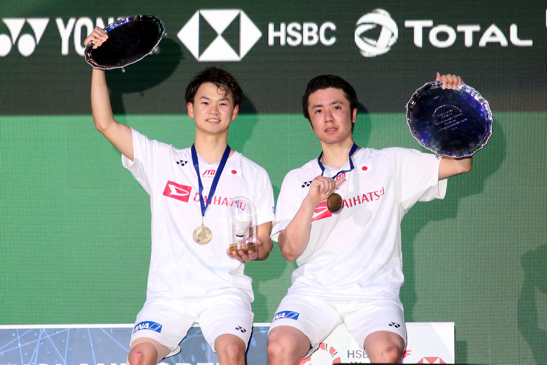 優勝し、笑顔を見せる遠藤、渡辺組【写真:平野貴也】