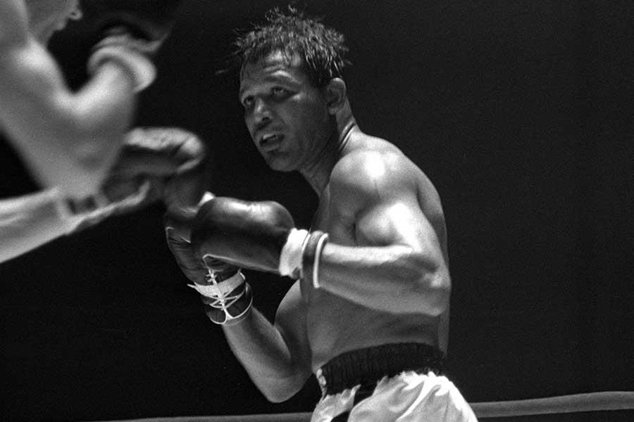シュガー・レイ・ロビンソンが5回KO勝ちでeWBSSミドル級開幕戦を飾った【写真:Getty Images】