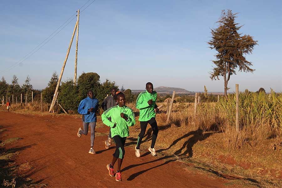 国が定めた社会的距離の措置を破ったことで、ケニアで12人のランナーが逮捕(写真はイメージ)【写真:Getty Images】