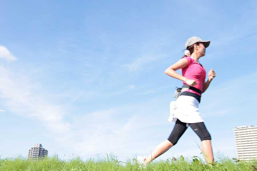 自宅で過ごす時間が増えている今、運動や読書などストレスを軽減していくことが生活のカギとなっている