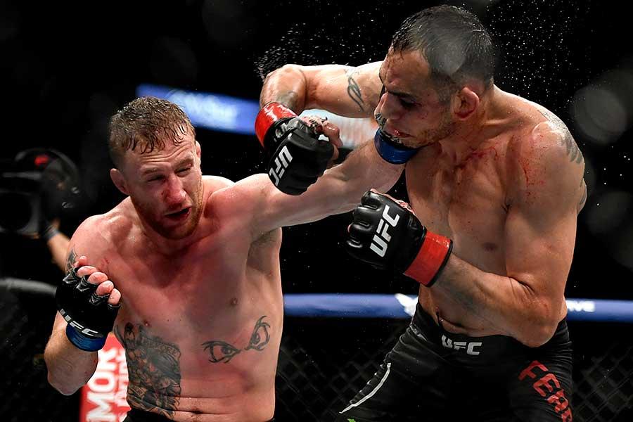 9日に再開した「UFC」で1人のラウンドガールが注目を浴びている【写真:Getty Images】