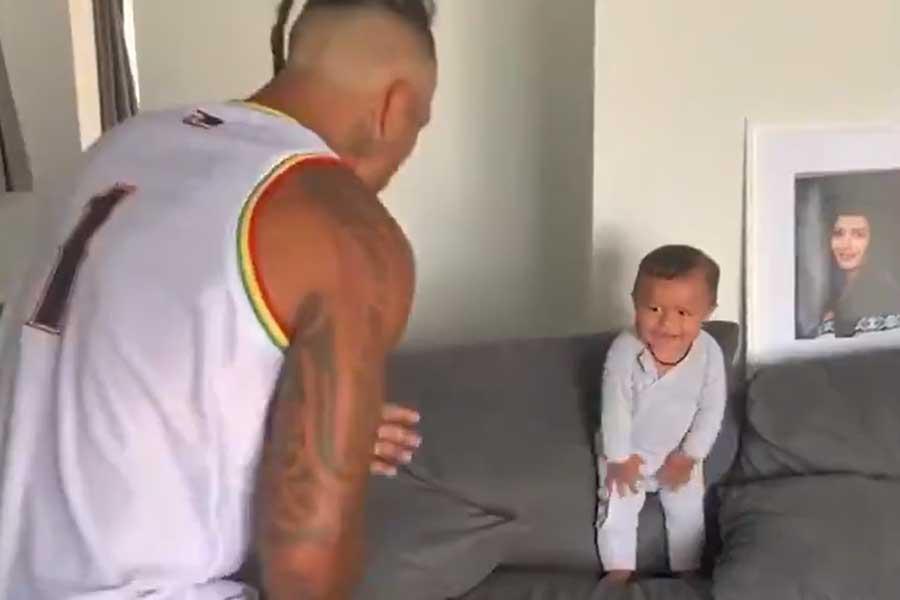 昨年ラグビーW杯で話題となった「ハカ」を8か月男児が披露?(写真は「ニューヨーク・ポスト」公式ツイッターより)