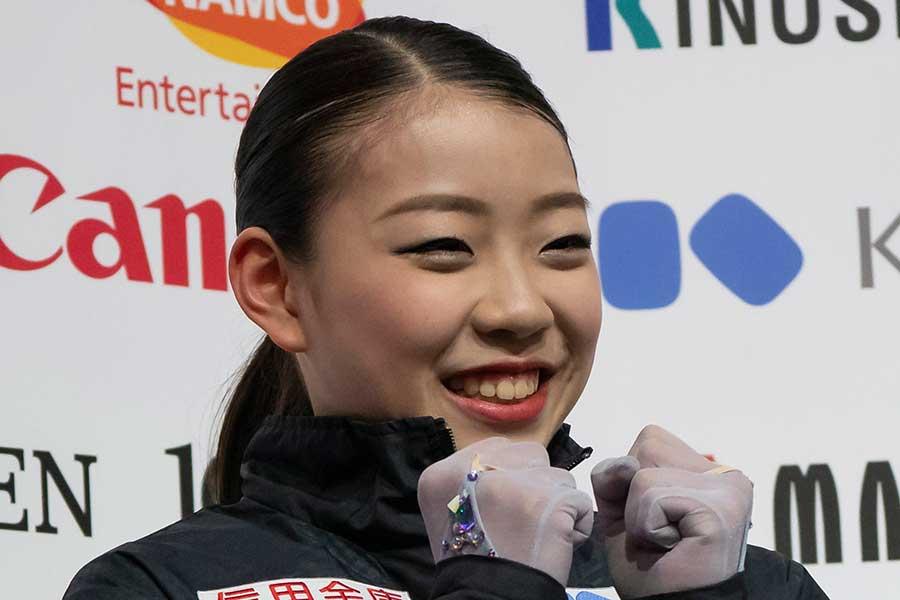優勝し笑顔を見せる紀平梨花【写真:Getty Images】