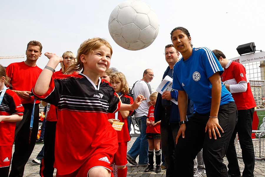 ドイツのサッカーは世界でも突出した競技人口密度を誇る【写真:Getty Images】
