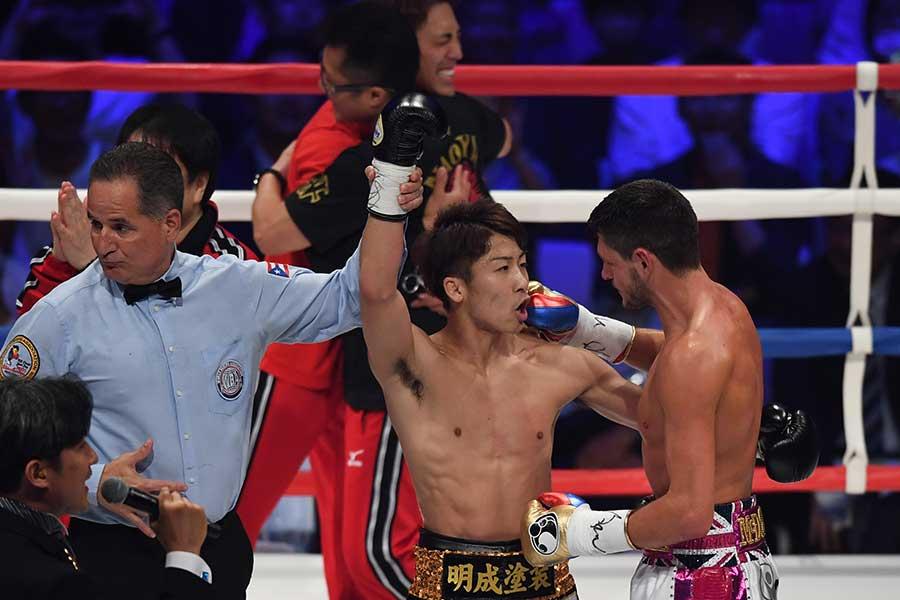 試合後、井上尚弥に声をかけるジェイミー・マクドネル【写真:Getty Images】