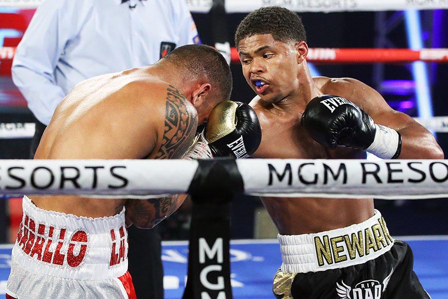 TKO勝利を収めたシャクール・スティーブンソン(右)【写真:Getty Images】