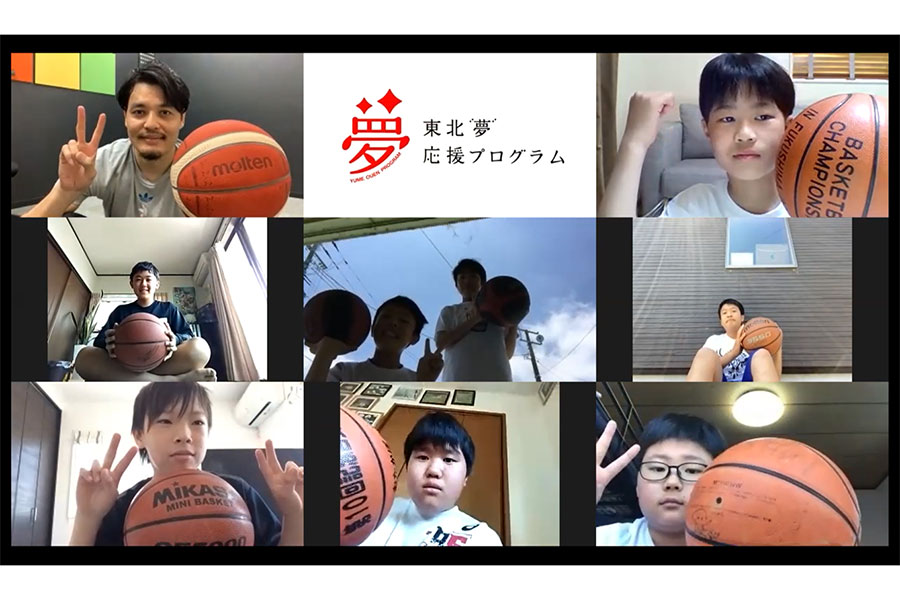 渡邉拓馬氏(左上)が「Zoom」上で行われた「東北『夢』応援プログラム」の成果発表イベントに出演した【写真:編集部】