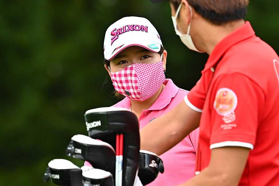マスクを着用している勝みなみ【写真:Getty Images/JLPGA提供】