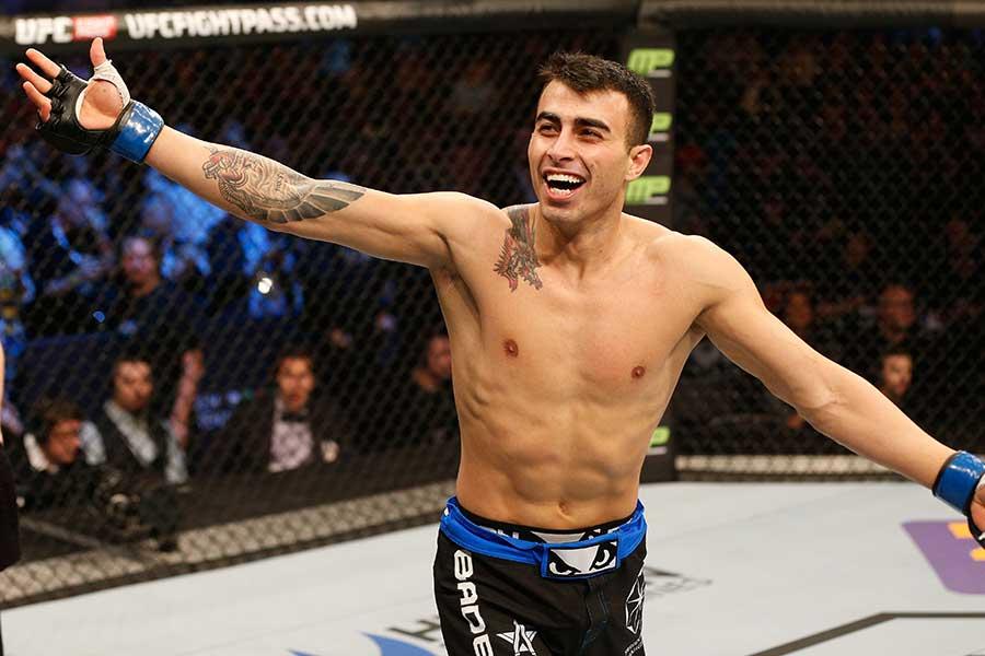 8秒TKO勝ちを収めたマクワン・アミルカーニ【写真:Getty Images】