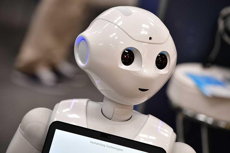 ユニホームを着て応援するロボットたちに海外メディアが注目している【写真:Getty Images】