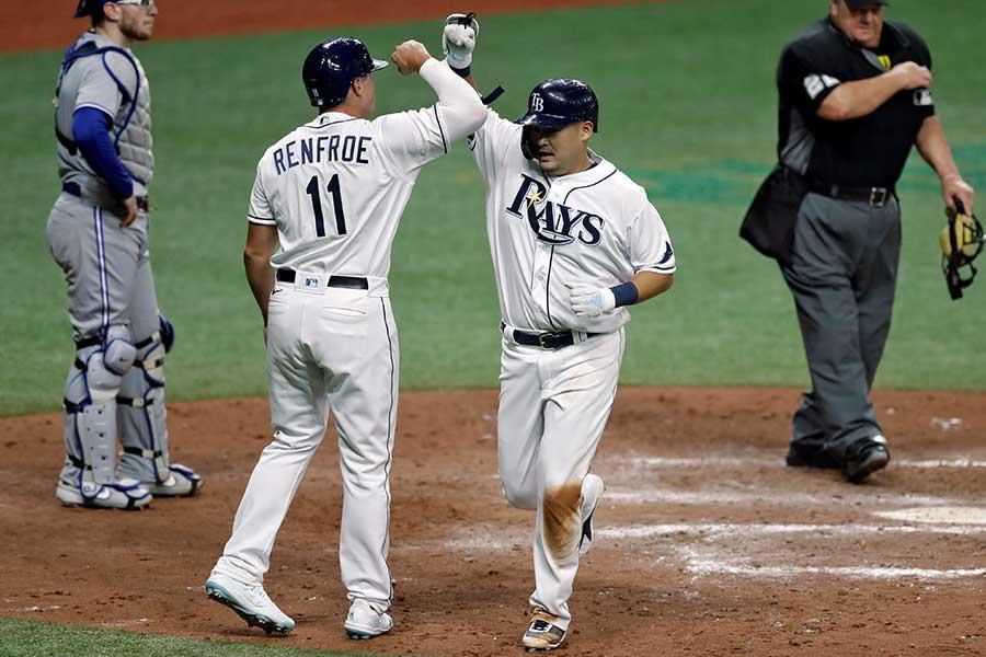 開幕戦でメジャー初本塁打を放った筒香嘉智【写真:AP】