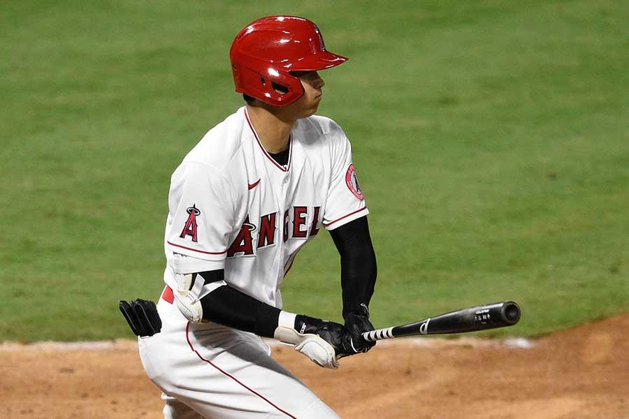 本拠地開幕戦に「5番・指名打者」で先発出場し、初打点を挙げたエンゼルスの大谷翔平【写真:AP】