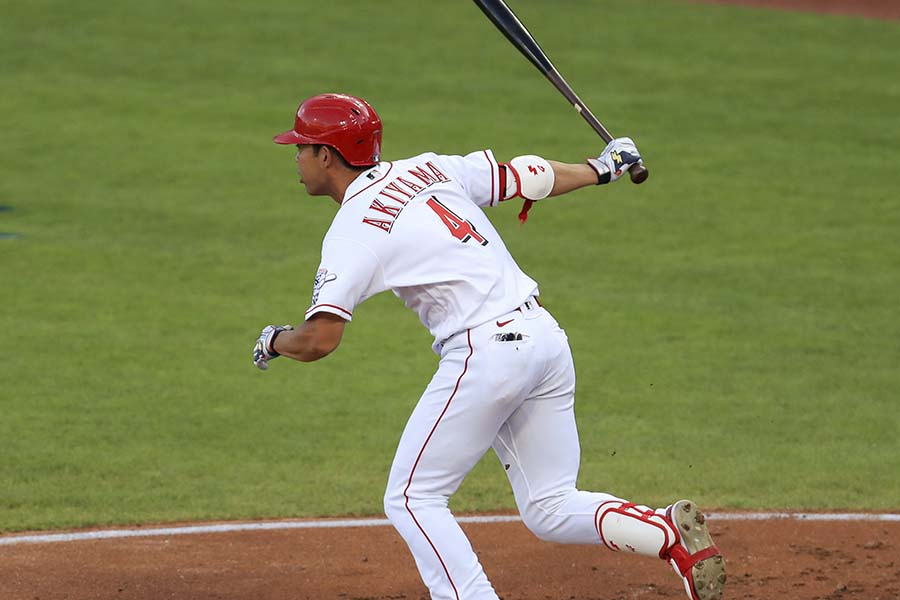 MLBで初のマルチ安打を記録した秋山翔吾【写真:AP】