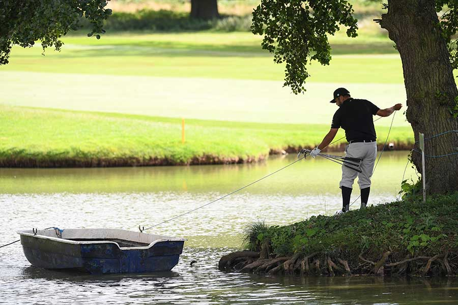 ボートを着岸させるジョエル・ショーホルム【写真:Getty Images】