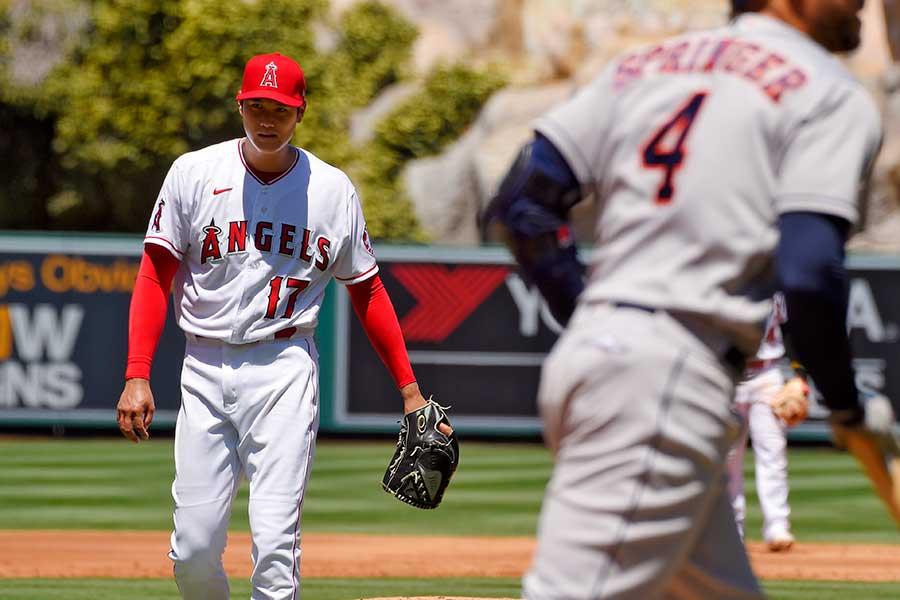 1回2/3、無安打5四球2失点で降板したエンゼルスの大谷翔平【写真:AP】