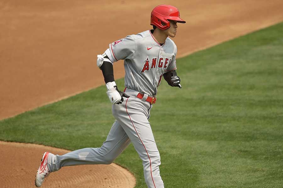 大谷翔平がまた逆方向に本塁打を放った【写真:AP】
