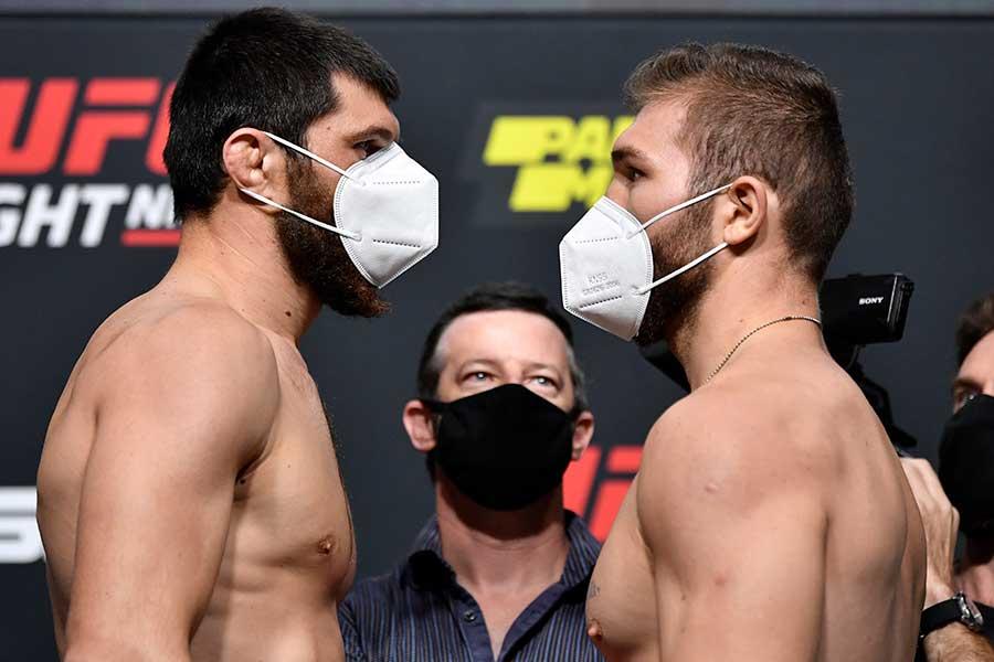 30日に対戦するマゴメド・アンカラエフ(左)とイオン・クテラバの因縁が再脚光を浴びている【写真:Getty Images】