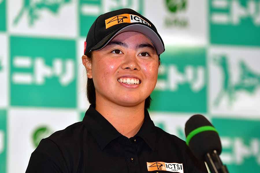 優勝で笑顔を見せる19歳の笹生優花【写真:Getty Images】