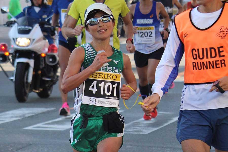 東京パラリンピックの金メダル候補と目されるブラインドマラソンの道下美里【写真:三井住友海上提供】