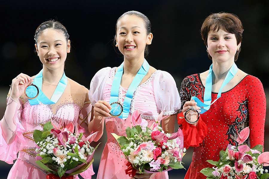 24歳まで現役を続けた中野友加里さん(左)が思う「女子選手の競技寿命」問題とは【写真:Getty Images】