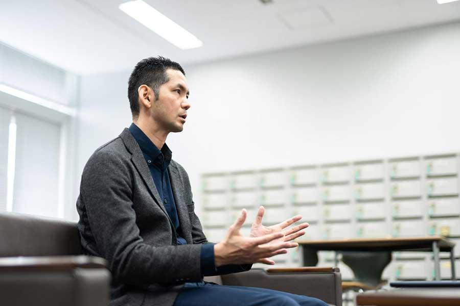 インタビューで語ったアスレティックトレーナーの広瀬統一氏【写真:小野瀬健二】